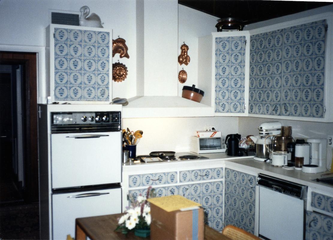 Modernist 60\'s Kitchen