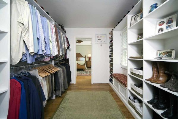 CLOSET AS DRESSING ROOM 2